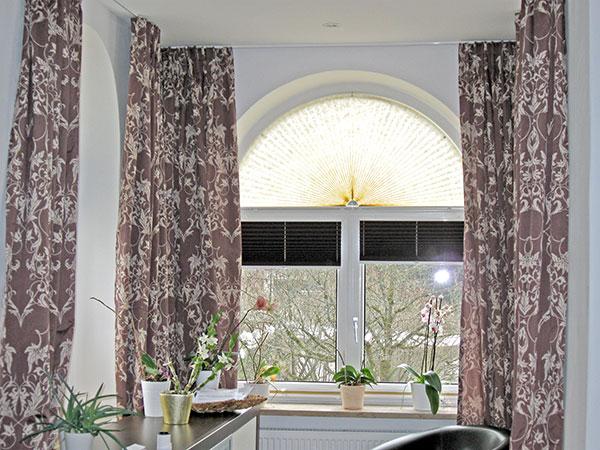 vorh nge gardinen stores plissees fensterdekorationenraumausstattung schmitt. Black Bedroom Furniture Sets. Home Design Ideas